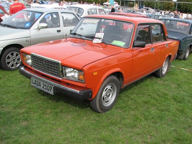 Red Lada-2107
