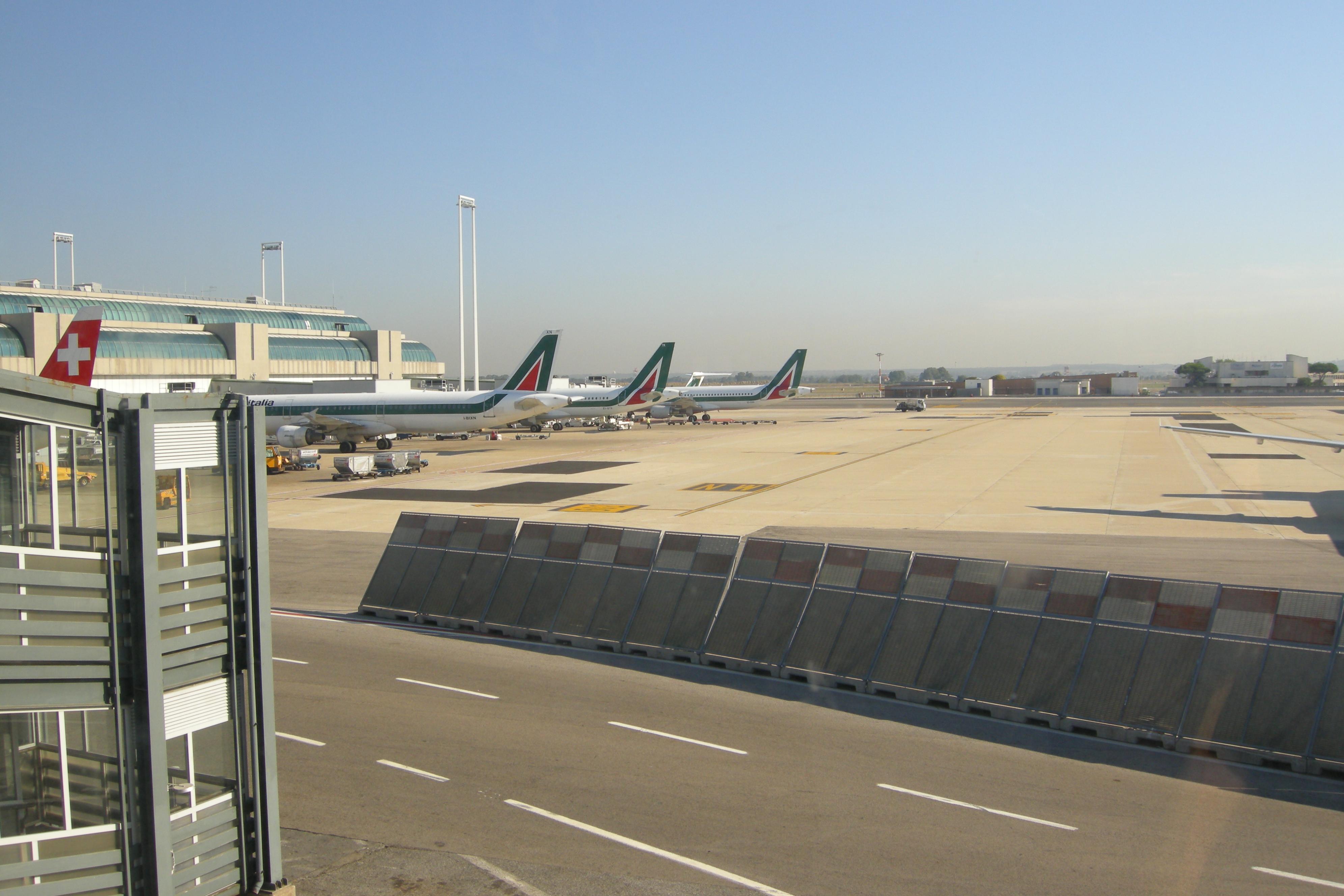 File:Rome Leonardo da Vinci (Fiumicino) Airport 01.JPG - Wikimedia ...