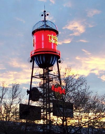 File:SLC Trolley Square weather beacon.JPG