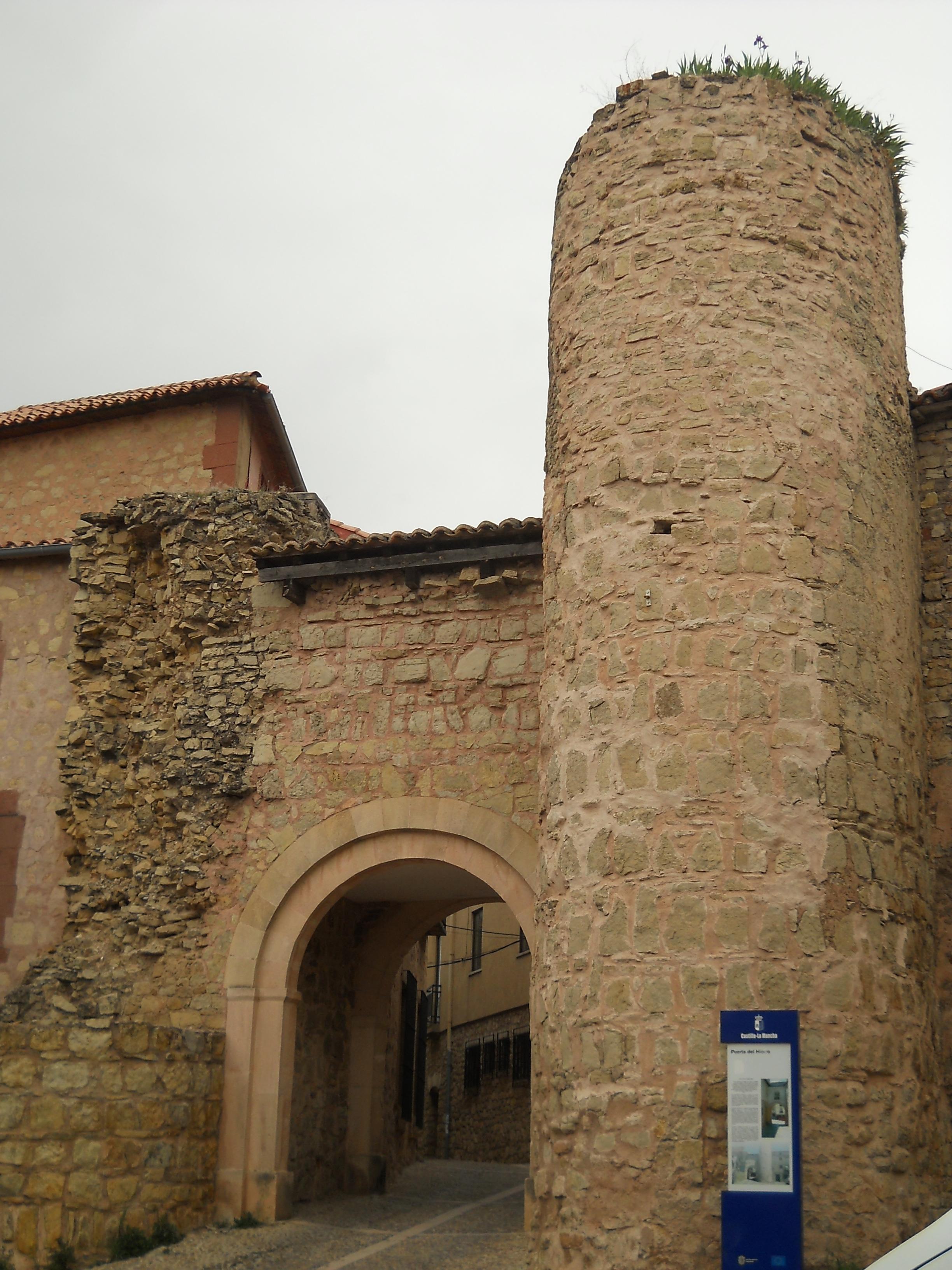 File siguenza puerta del wikimedia commons for Piscina puerta del hierro