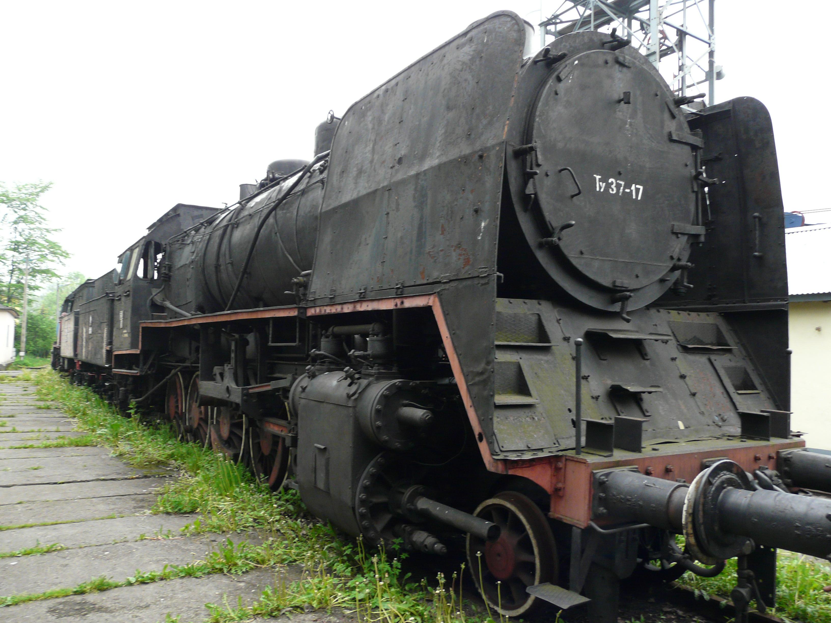 Skansen_w_Chab%C3%B3wce_-_lokomotywa_Tv3