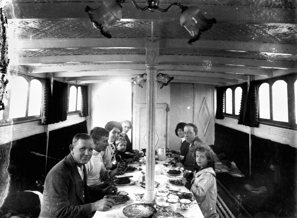 File Statelibqld 1 147191 Family Group Dining On Board