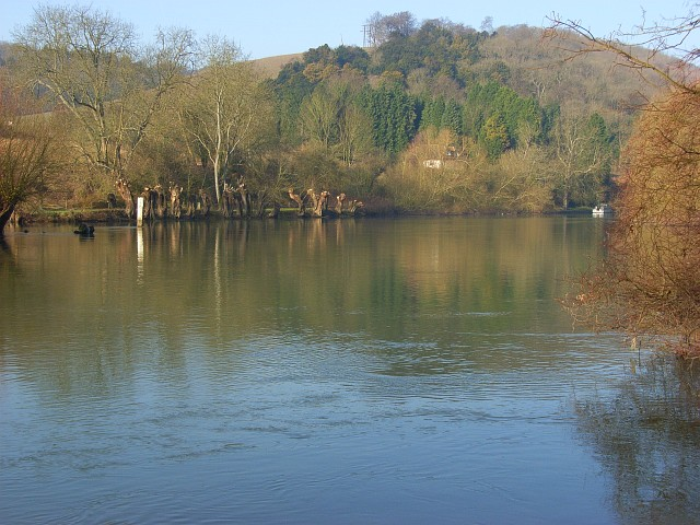 The River Thames, Goring - geograph.org.uk - 695714