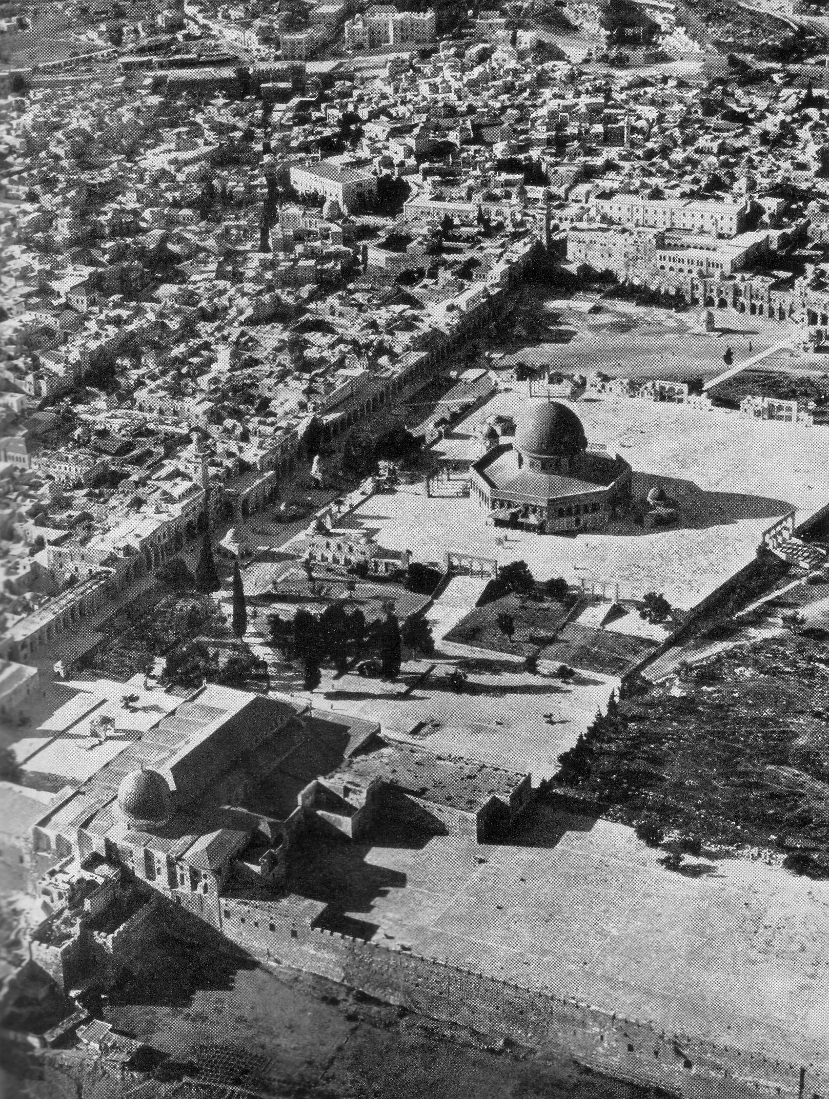 The Temple Mount, aerial view 1938.jpg
