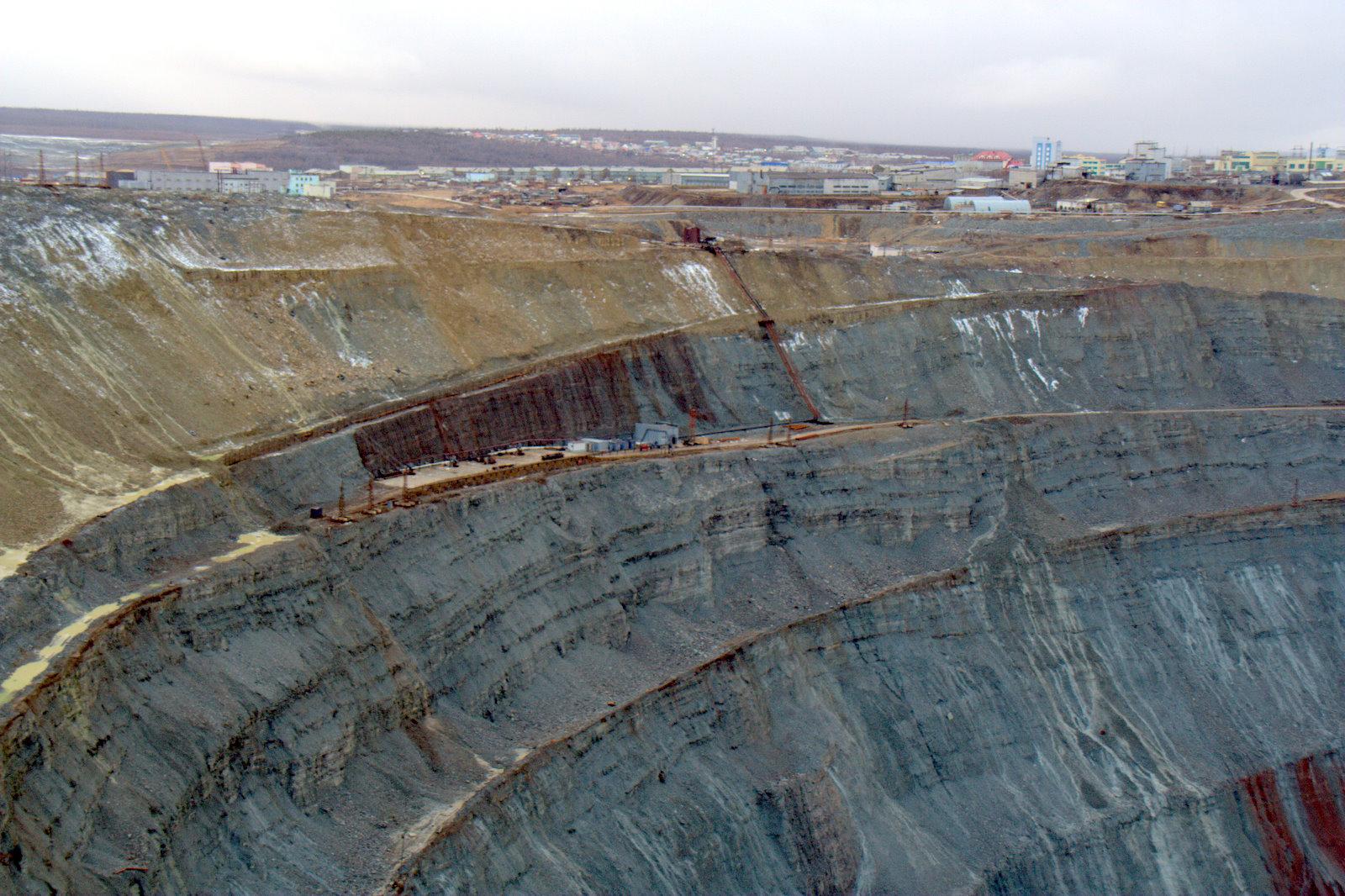 filethe mine with mirny in the backgroundjpg wikimedia