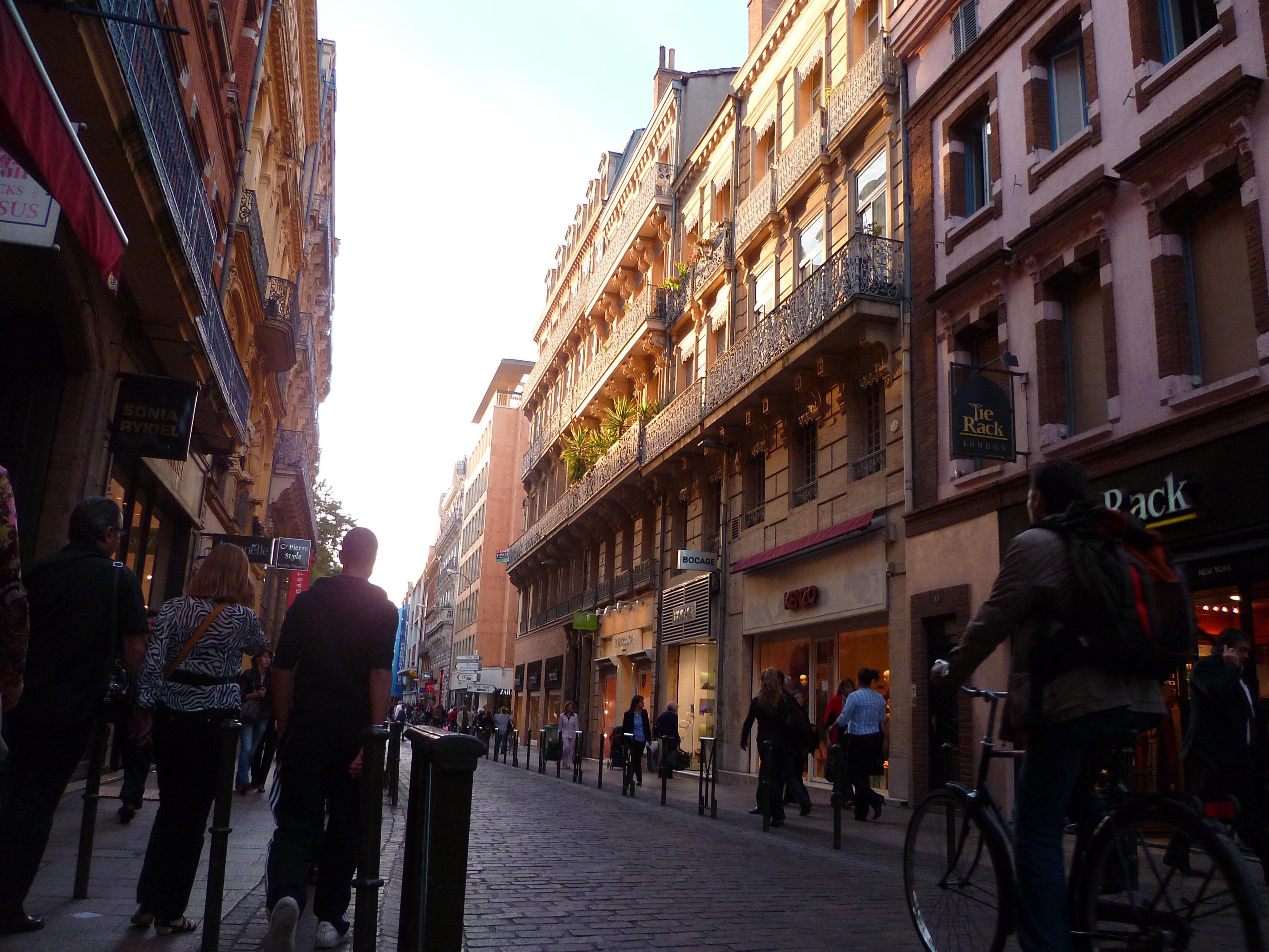 Rue Lafayette Toulouse : file toulouse la rue lafayette wikimedia commons ~ Medecine-chirurgie-esthetiques.com Avis de Voitures