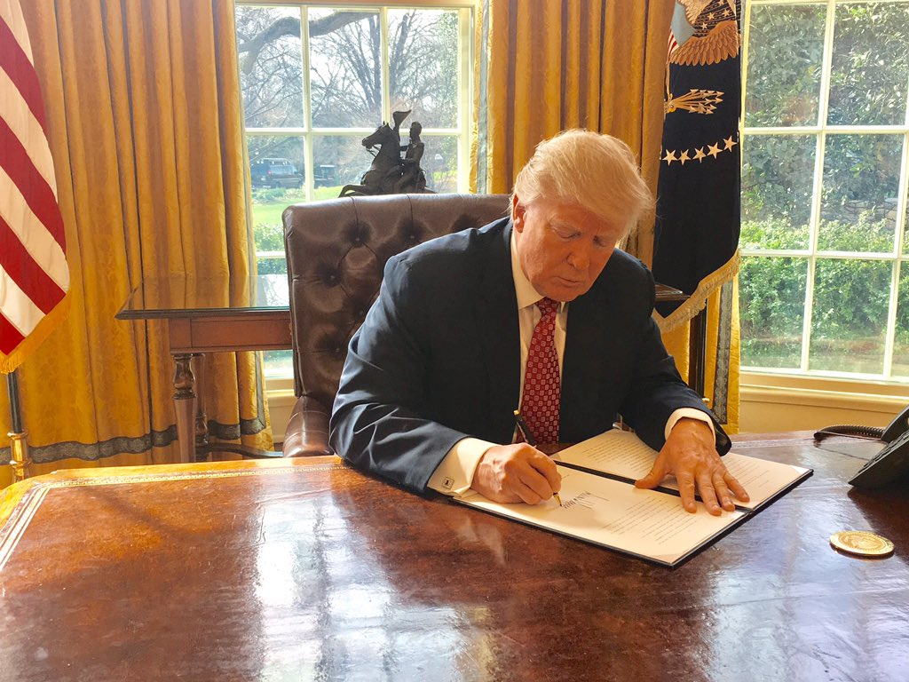 Trump signing Executive Order 13780.jpg