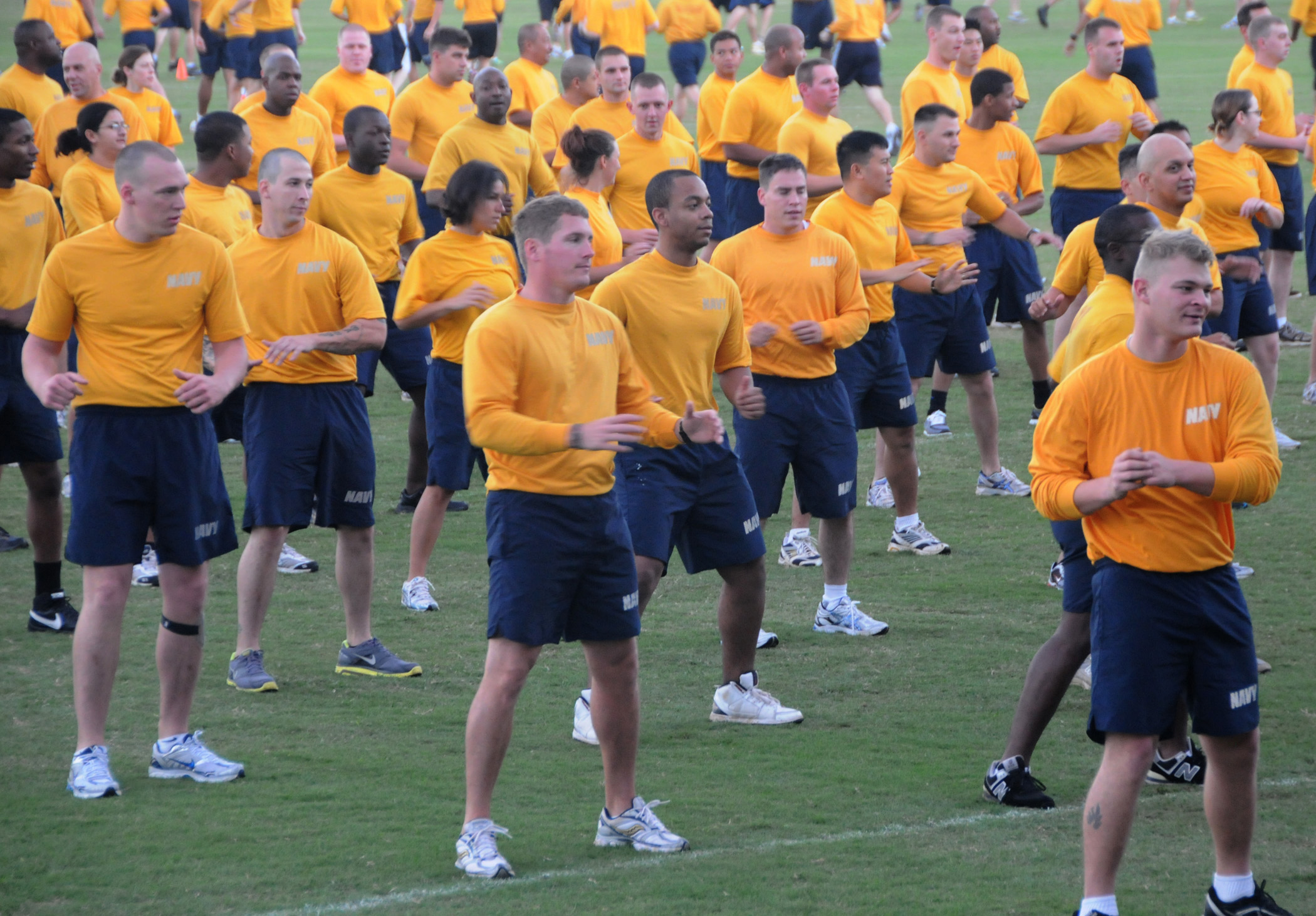 File:US Navy 100121-N-3666S-007 ailors participate in group physical