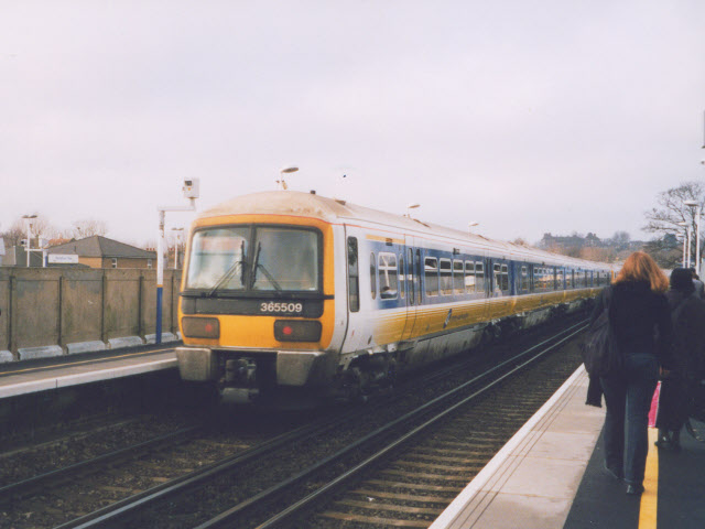 File:Unit 365509 at Peckham Rye railway station in 2003.jpg