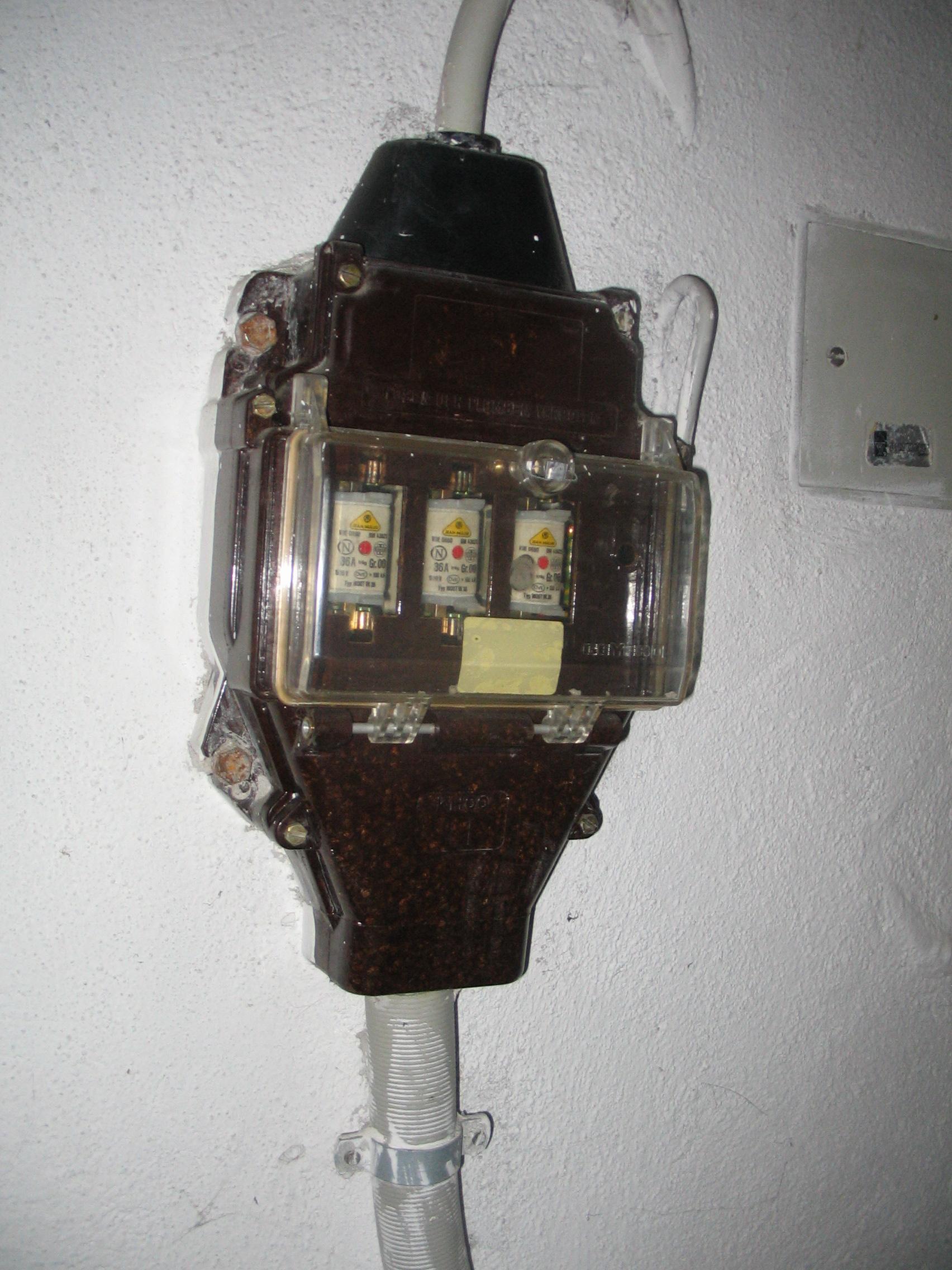 Neuer Sicherungkasten mit Zähler - HaustechnikDialog