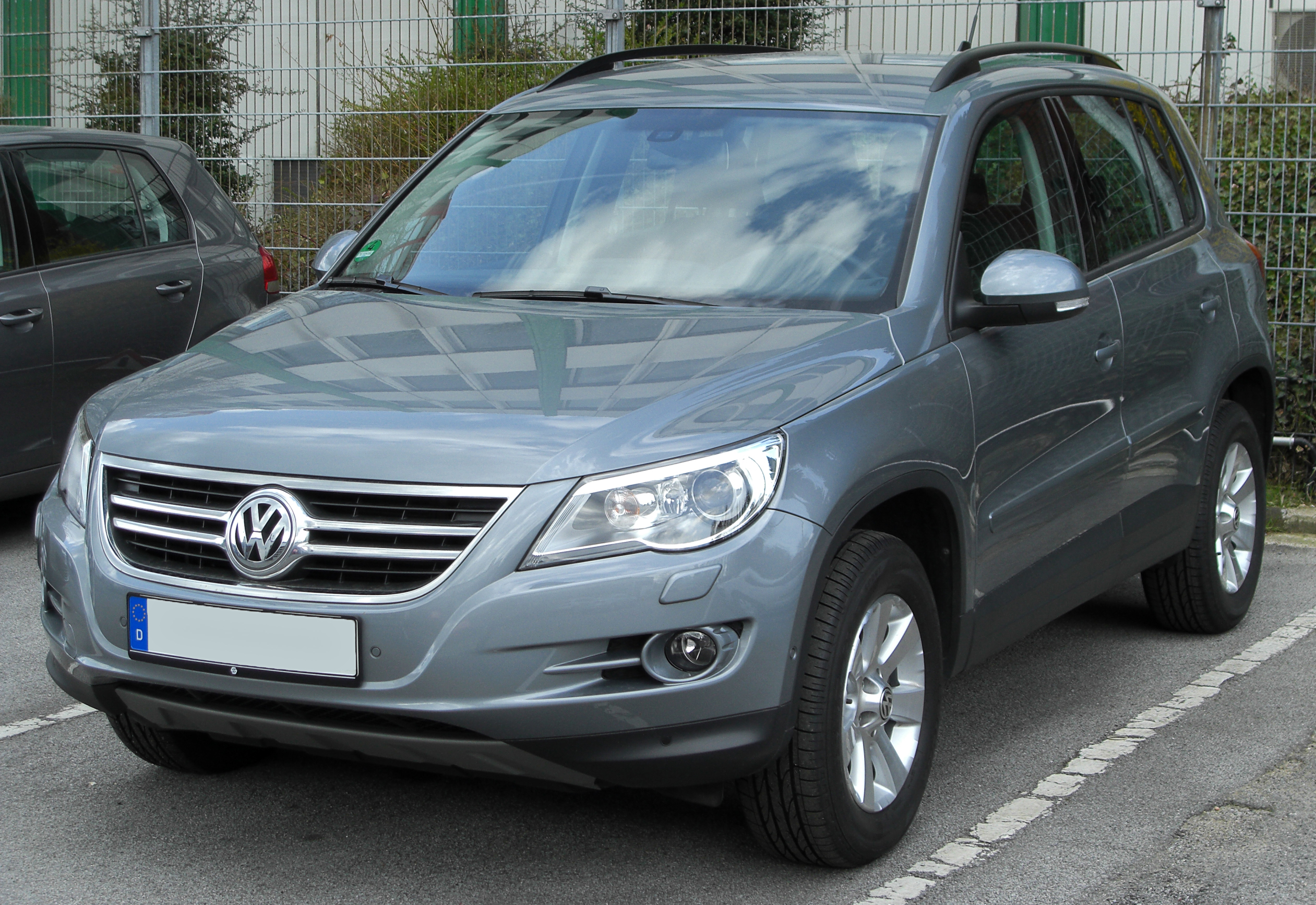 datei vw tiguan front wikipedia. Black Bedroom Furniture Sets. Home Design Ideas