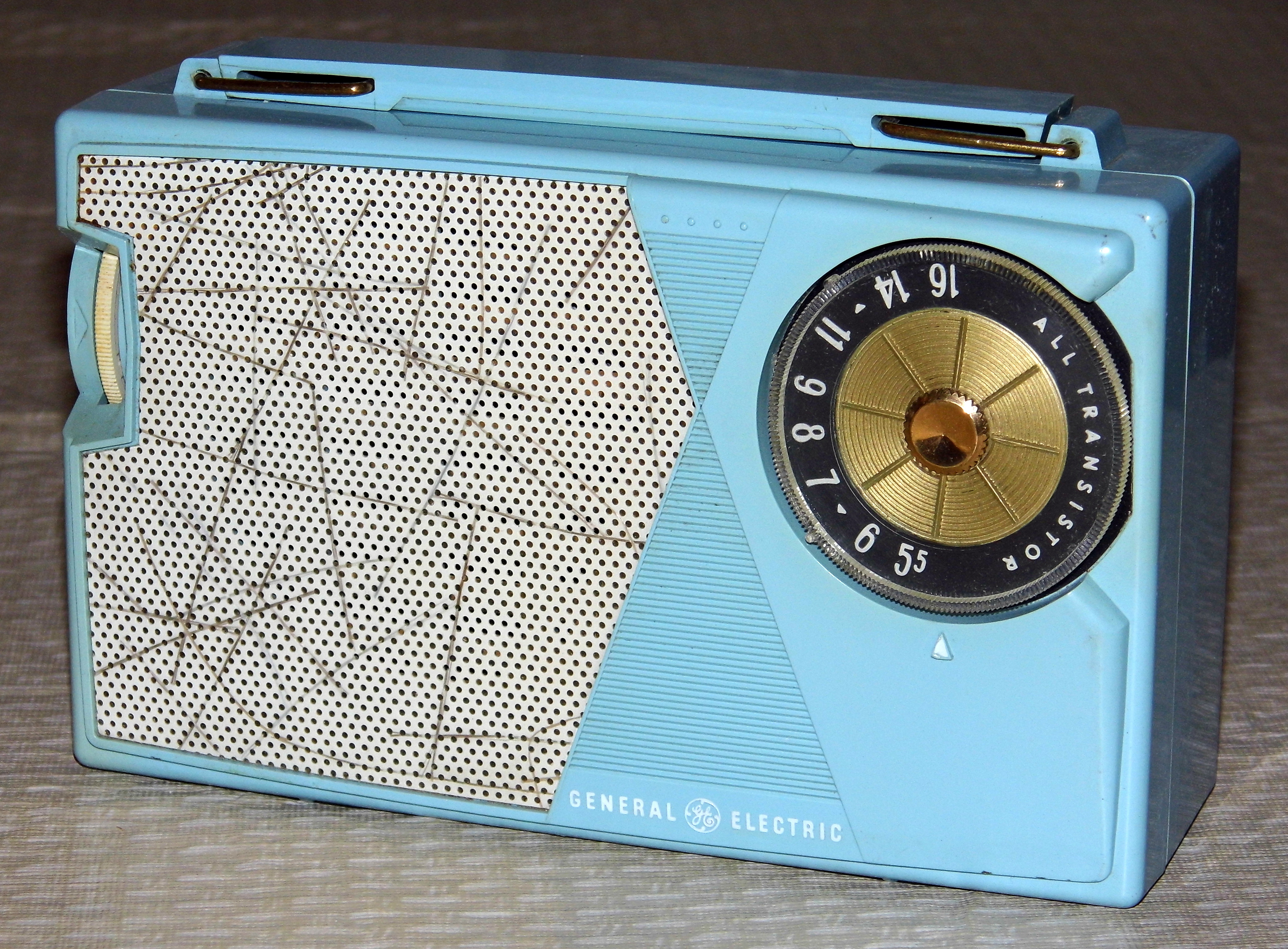 Watch besides Jaman Dulu Televisi Masih Memakai Aki as well File Vintage General Electric 5 Transistor AM Radio  Model P 806A  Blue Plastic   Made In USA  Circa 1960  12883272154 likewise Aircraft electric systems moreover Au 20000. on transistor model