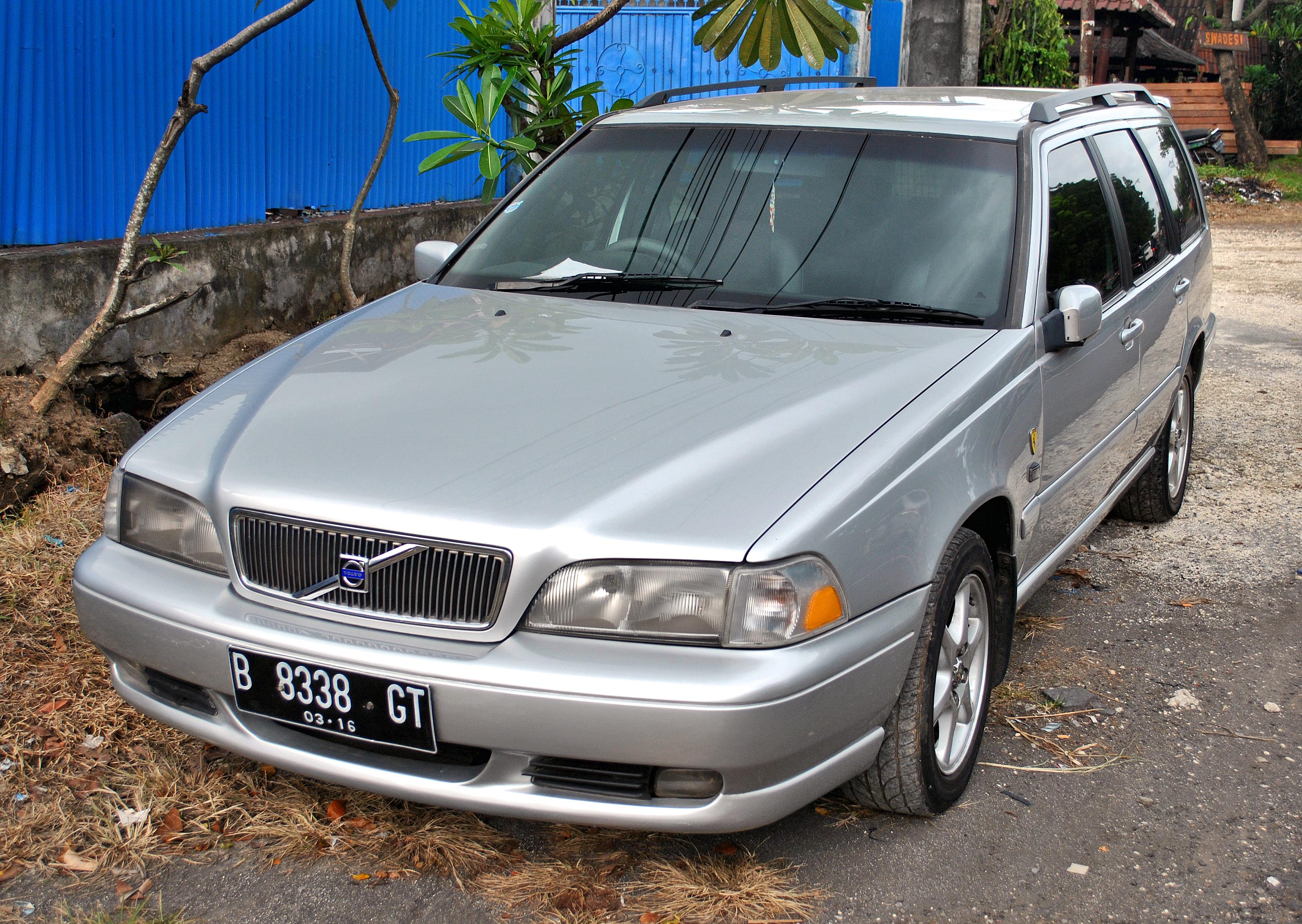 File Volvo V70 Front Ketewel Jpg Wikimedia Commons