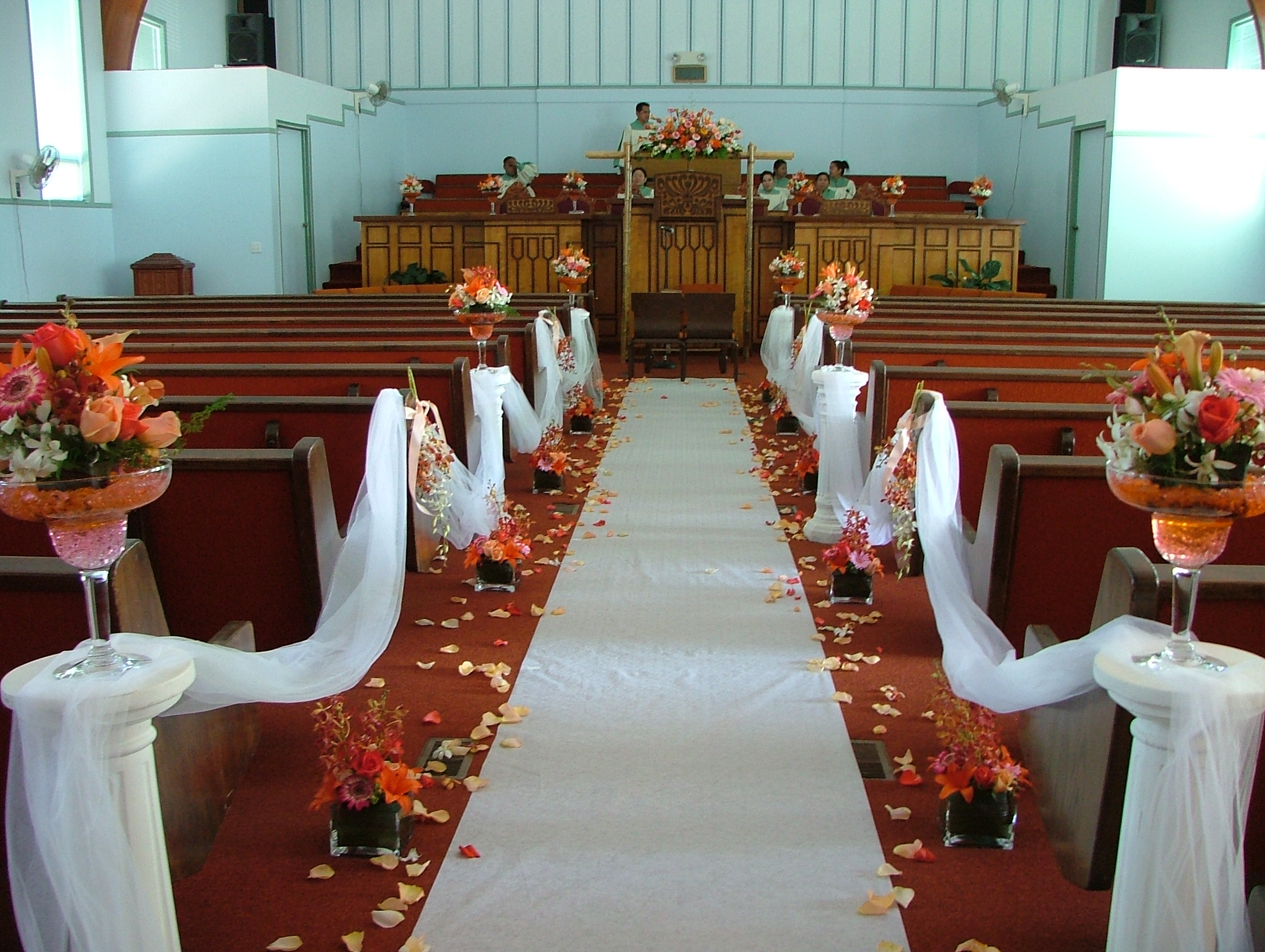 Church wedding aisle decoration ideas for Aisle wedding decoration ideas