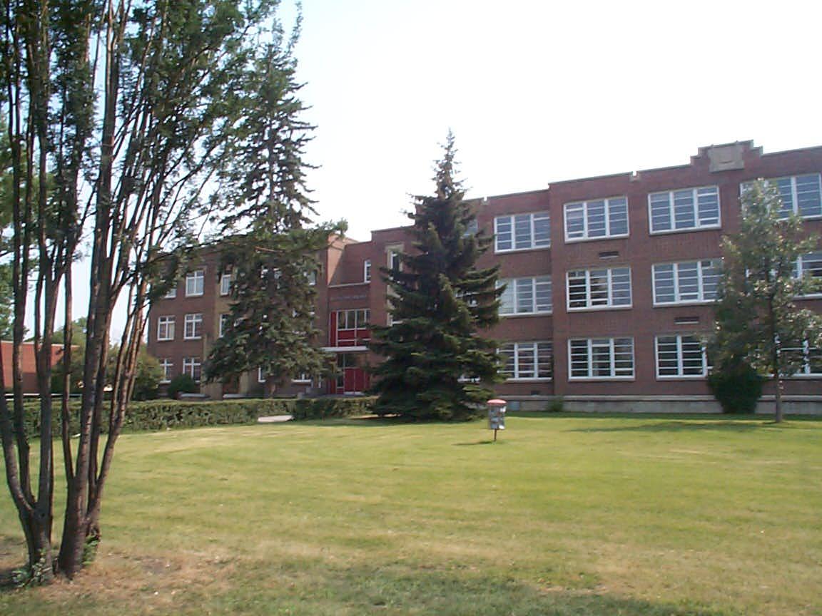School Canada Canada High School 1.jpg