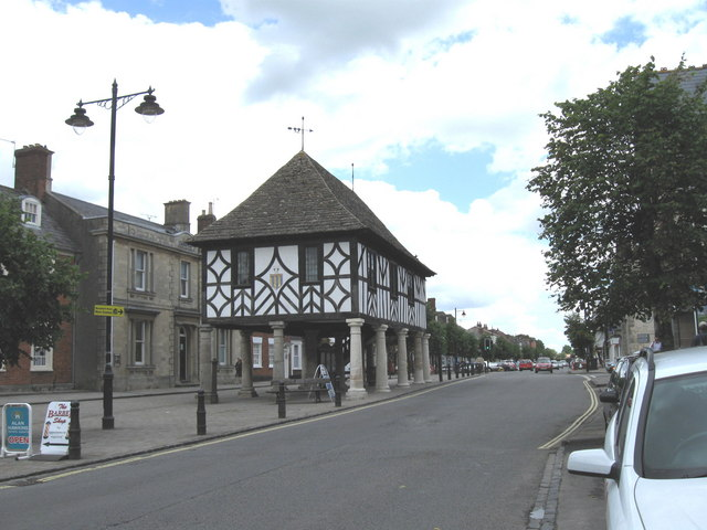 Wootton Bassett High Street - geograph.org.uk - 1414557