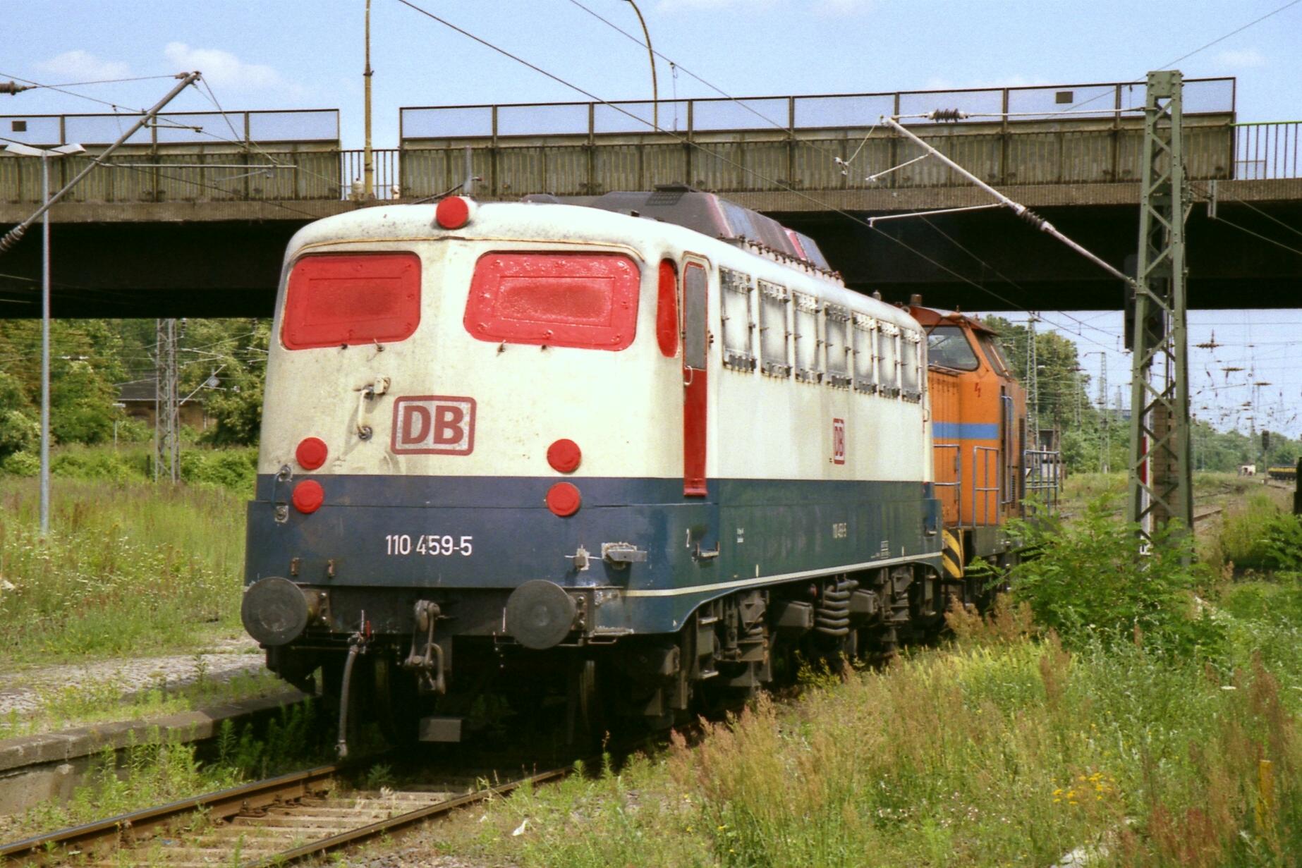 File:110 459 Dessau Hbf 23.07.01.jpg