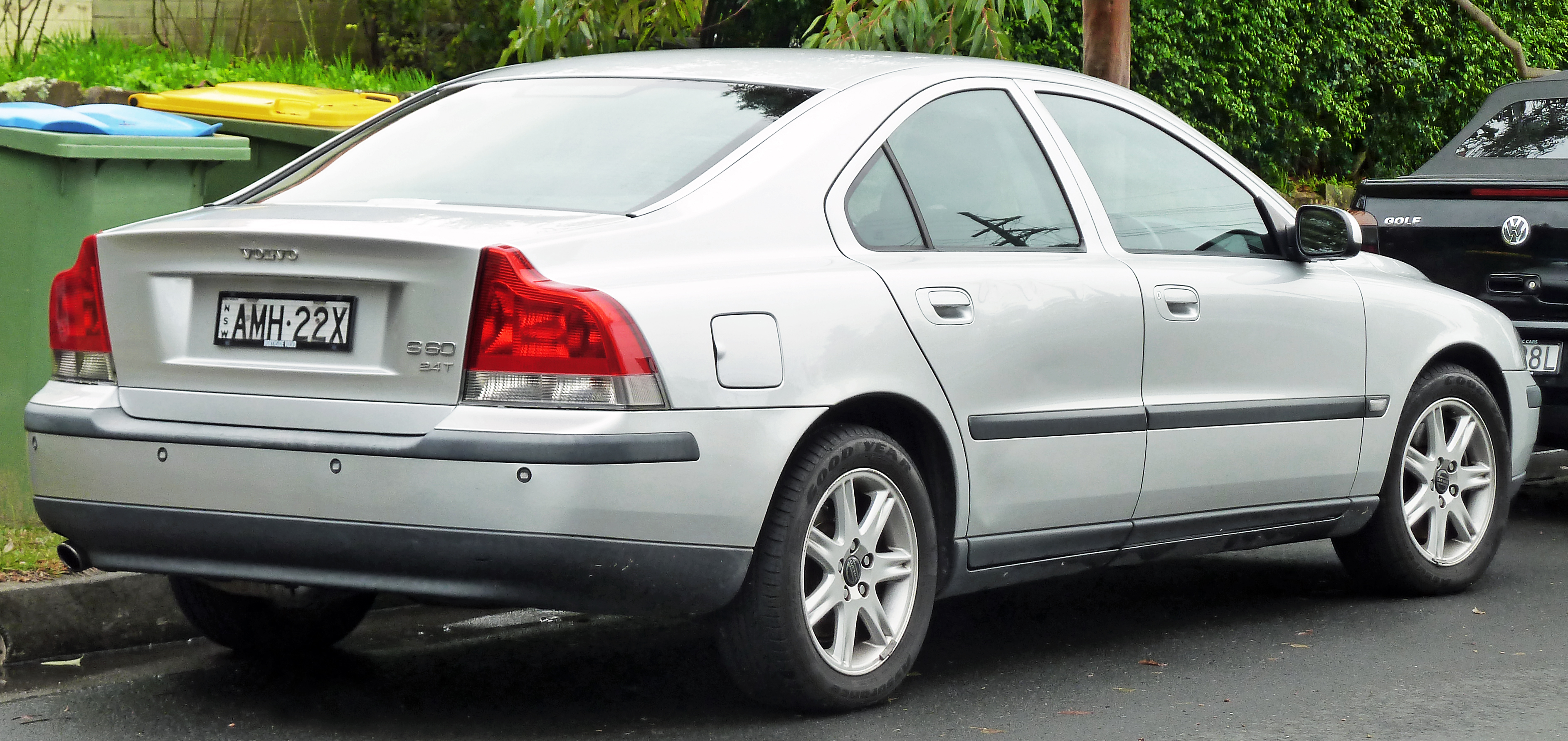 File 2000 2003 Volvo S60 2 4t Sedan 2011 06 15 Jpg