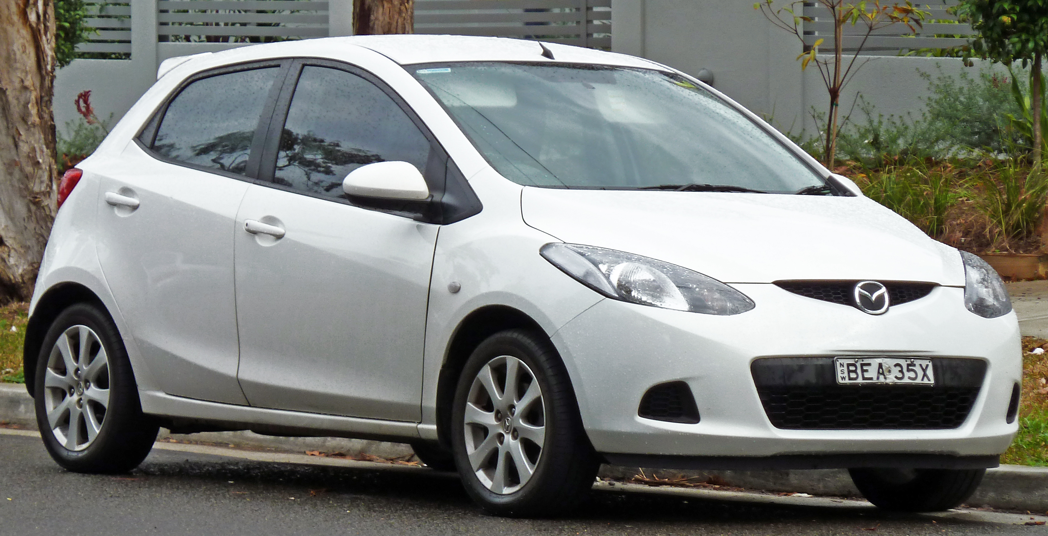 file 2007 2010 mazda 2 de maxx 5 door hatchback wikimedia commons. Black Bedroom Furniture Sets. Home Design Ideas