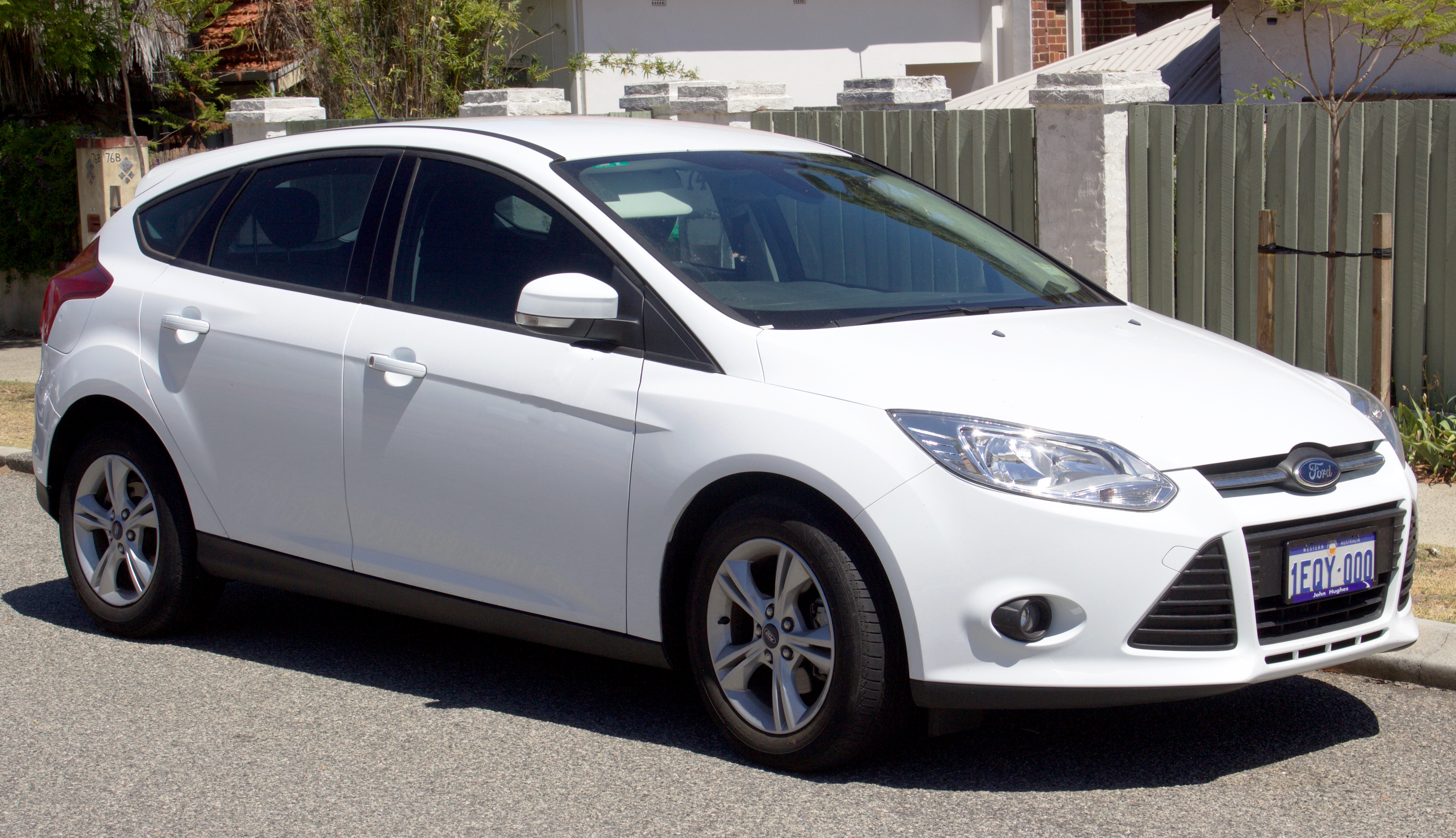 file:2013-2014 ford focus (lw ii) trend hatchback (2017-01-22) 01