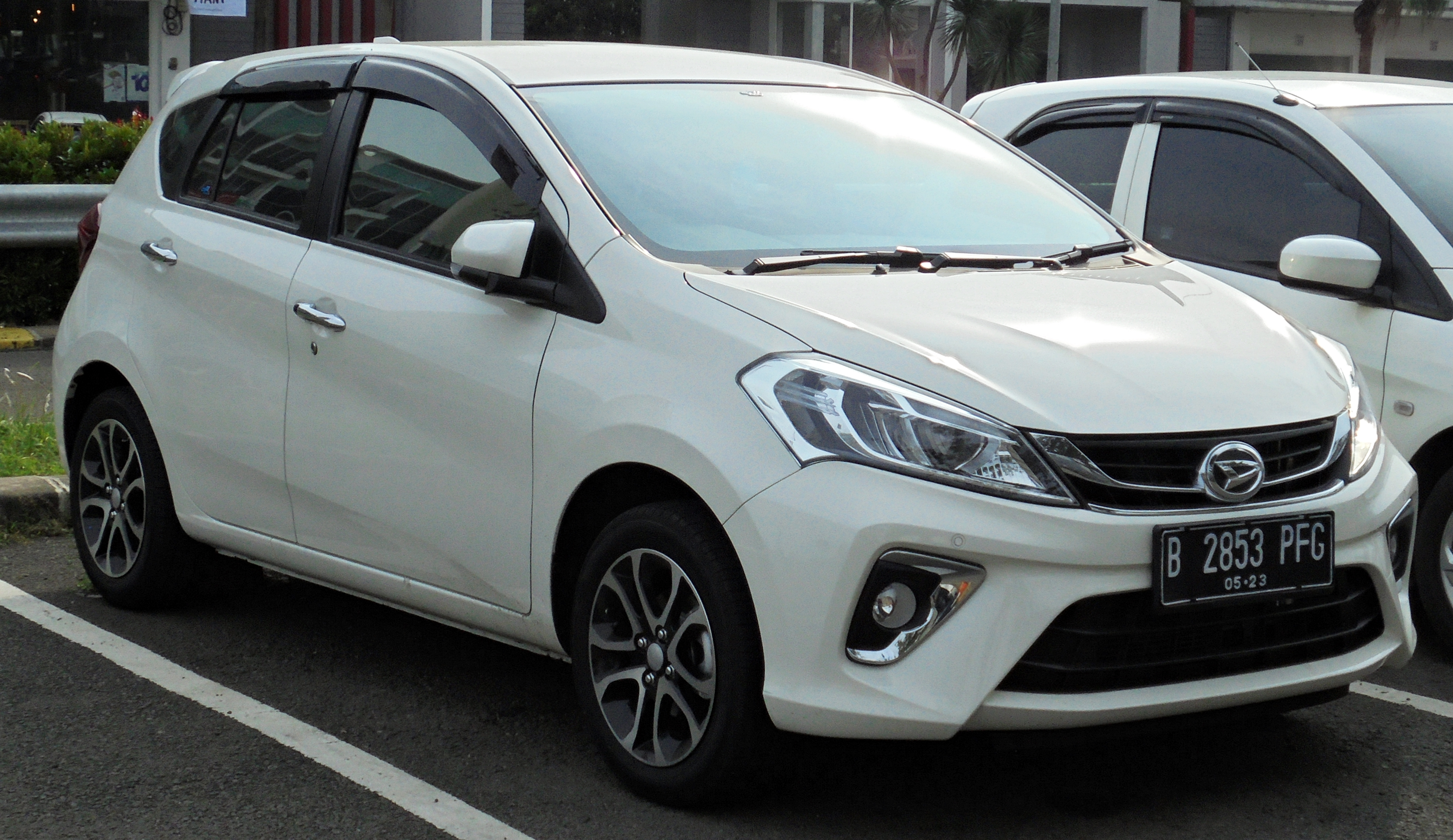 File:2018 Daihatsu Sirion 1 3 hatchback (M804RS