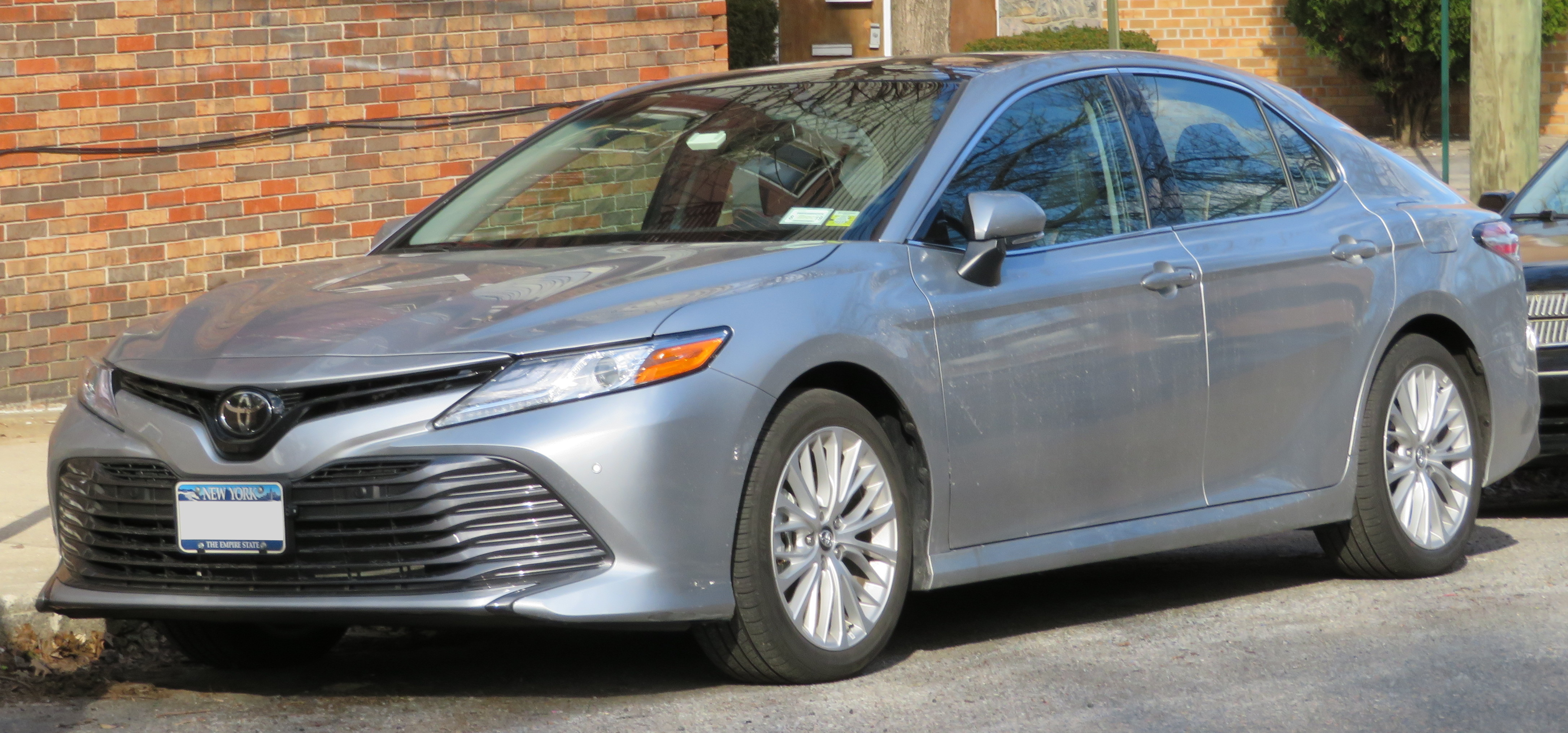 next previous new xlecelestial toyota xle heninger serving metallic ab silver camry in inventory calgary