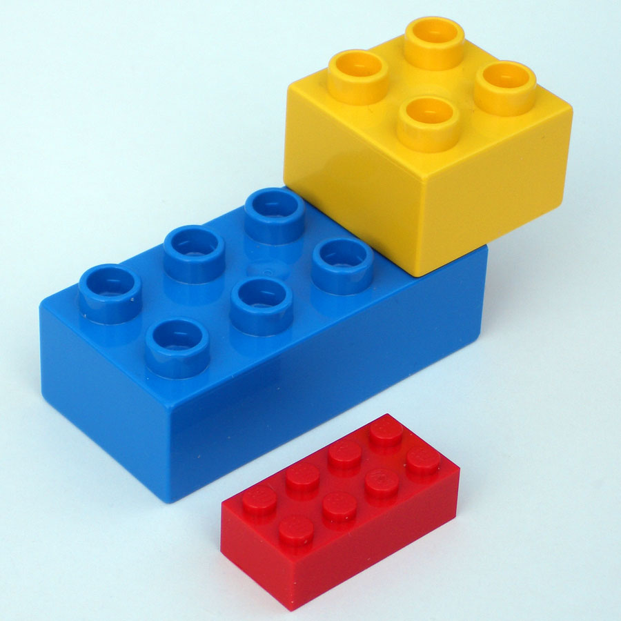 Plomb lourd avec AC puissante ou plomb léger avec AC moins puissante ? 2_duplo_lego_bricks