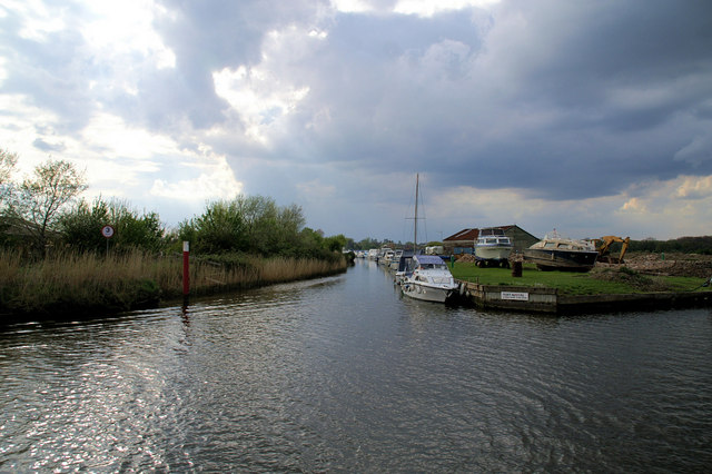 Acle Dyke - geograph.org.uk - 802857
