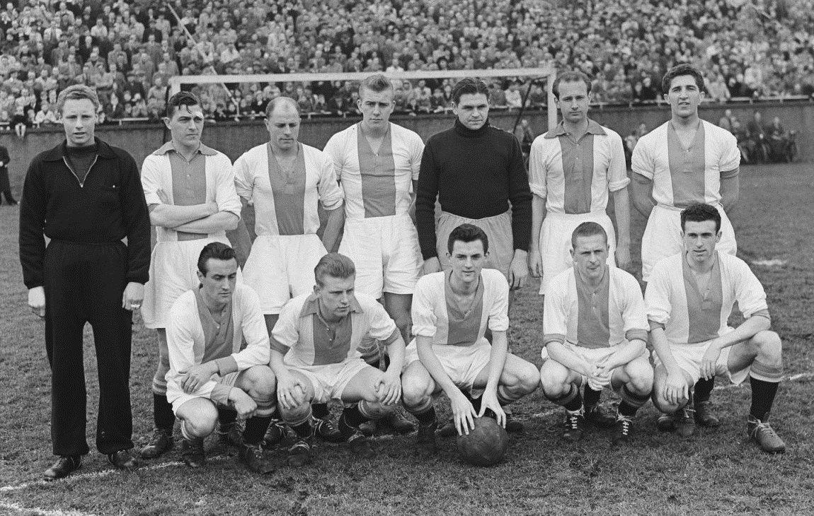 Файл:Ajax elftal (16-03-1952).jpg