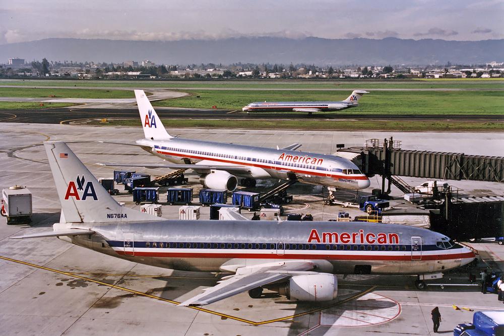 File:American Airlines Boeing 737-300 Silagi-2 jpg