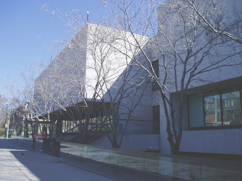 Ficheiro:Art Gallery of Ontario (22 April 2005).jpg