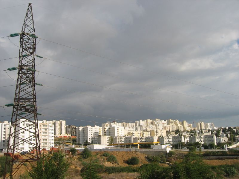http://upload.wikimedia.org/wikipedia/commons/0/0f/Banlieue_Tunis.jpg