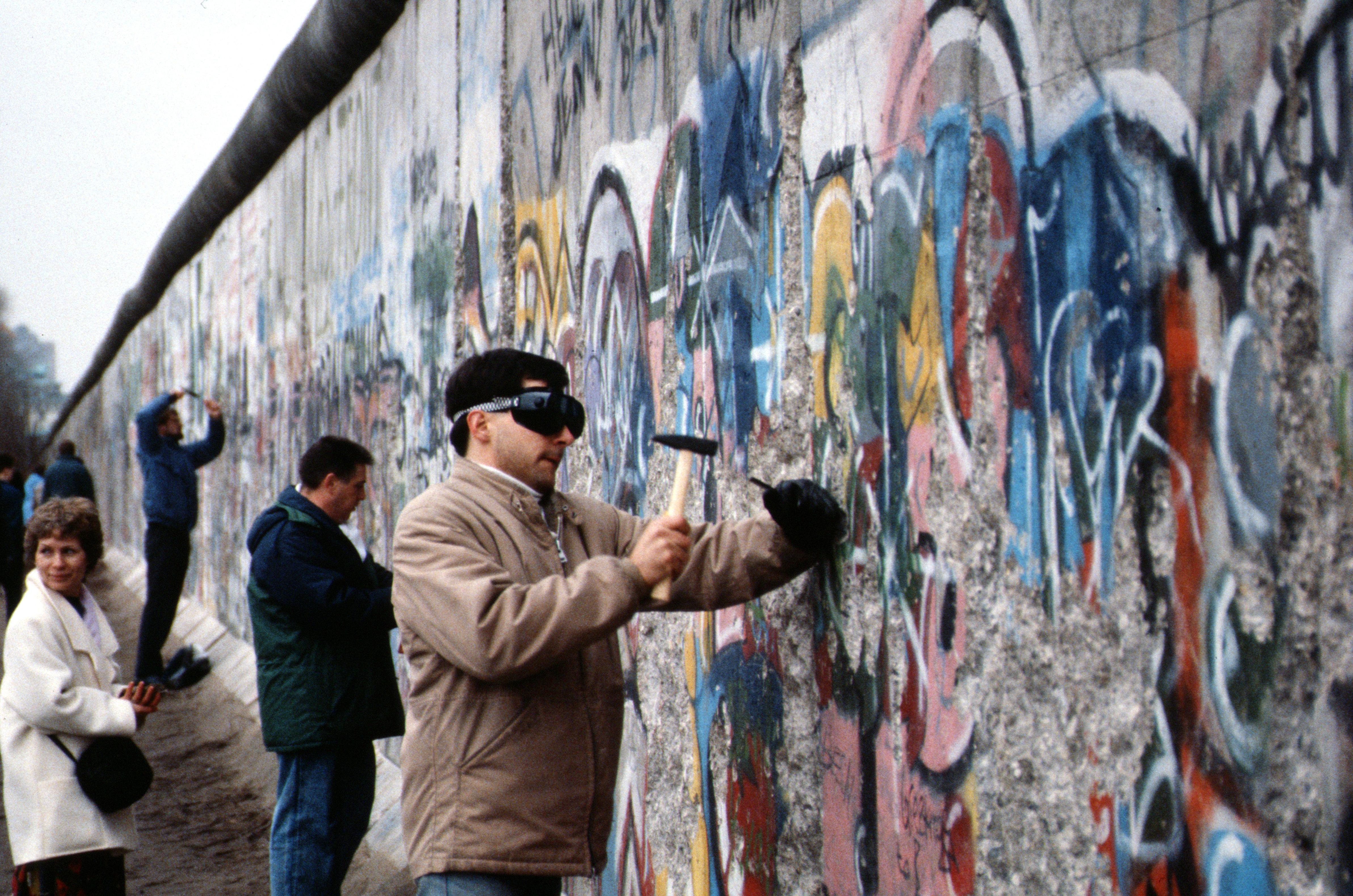 Destruction Of The Berlin Wall File:Berlin 1989, Fall...