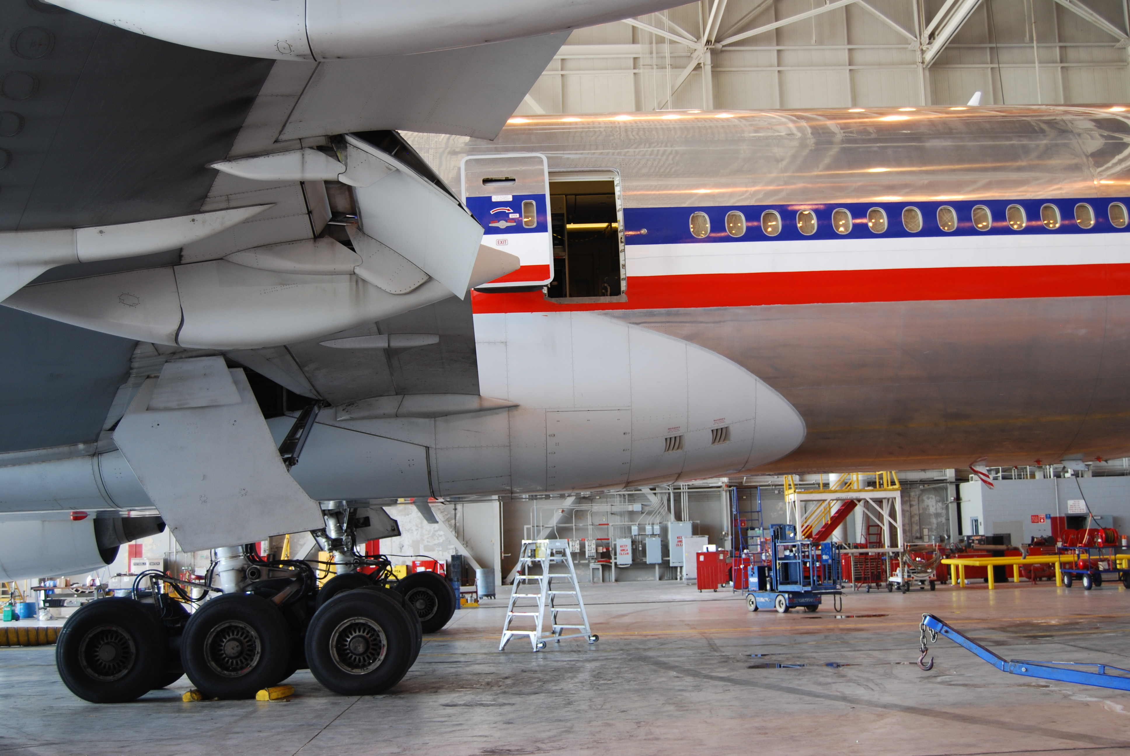 File Boeing 777 200 Center Aft Fuselage Wing Root