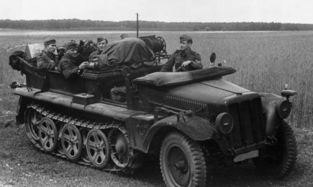 File:Bundesarchiv Bild 183-L25668, Russland, Kettenfahrzeug.jpg