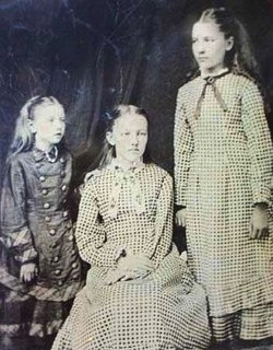 Carrie Mary and Laura Ingalls (Public domain)