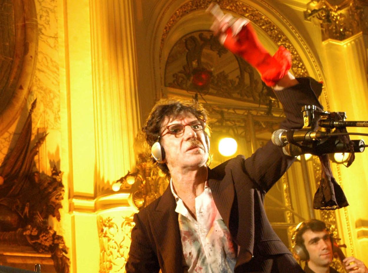 Charly García alistando un concierto en la Casa Rosada (2005).