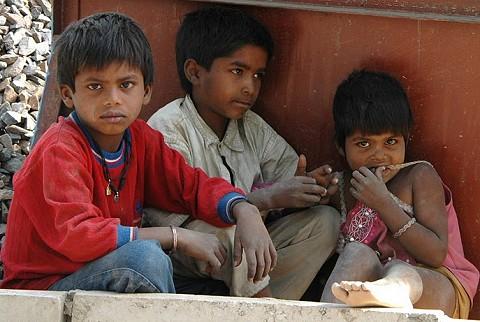 File:Children near renovation of Jawaharlal Nehru Stadium in New Delhi 2010-02-24.JPG