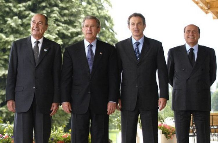 From the left: French President Jacques Chirac, U.S. President George W. Bush, UK Prime Minister Tony Blair and Italian Prime Minister Silvio Berlusconi. Chirac was against the invasion, the other three leaders were in favor. Chirac Bush Blair Berlusconi.jpg