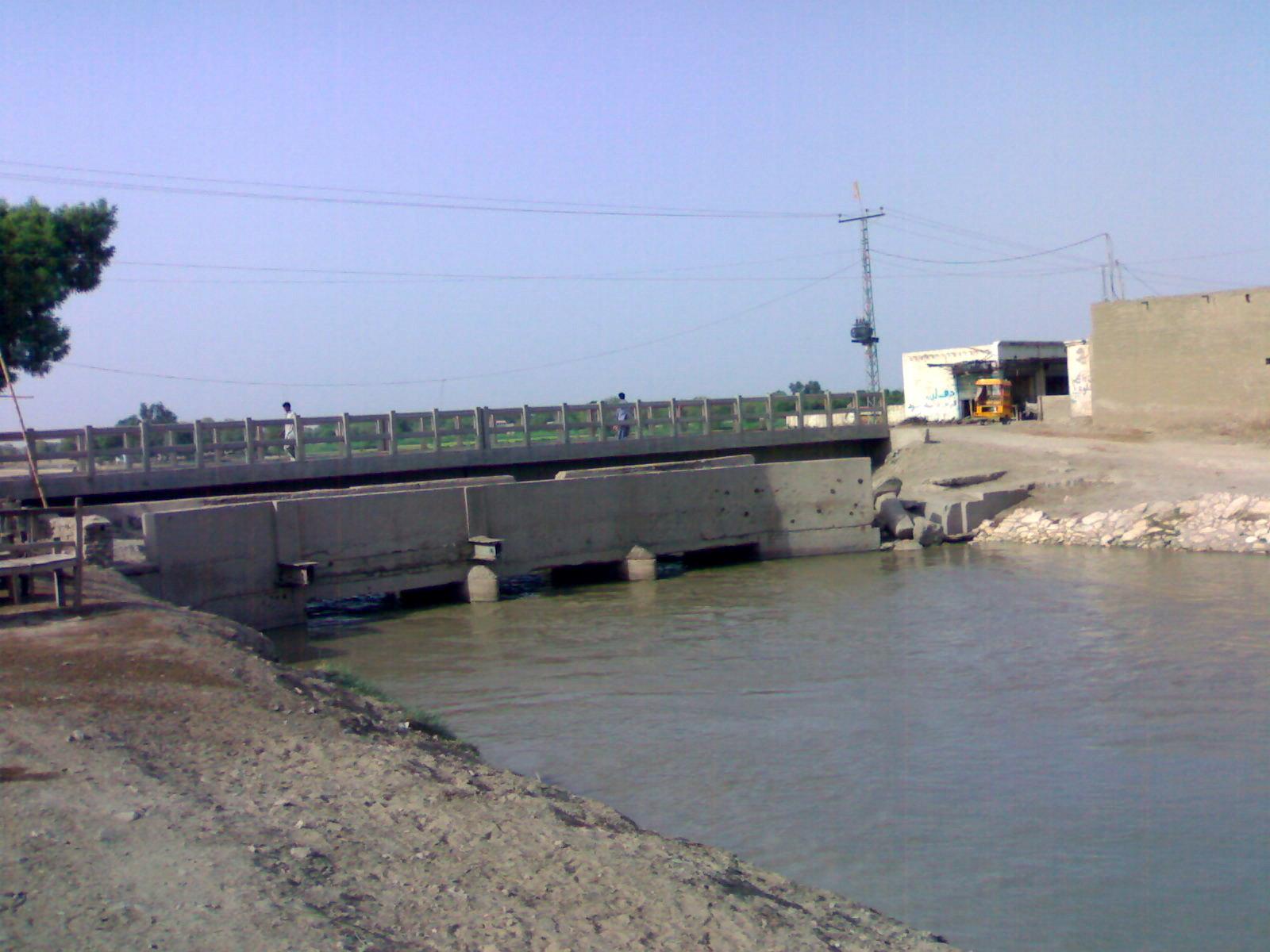 File:Dadu Canal Bridge - panoramio - kamran.solangi (4).jpg