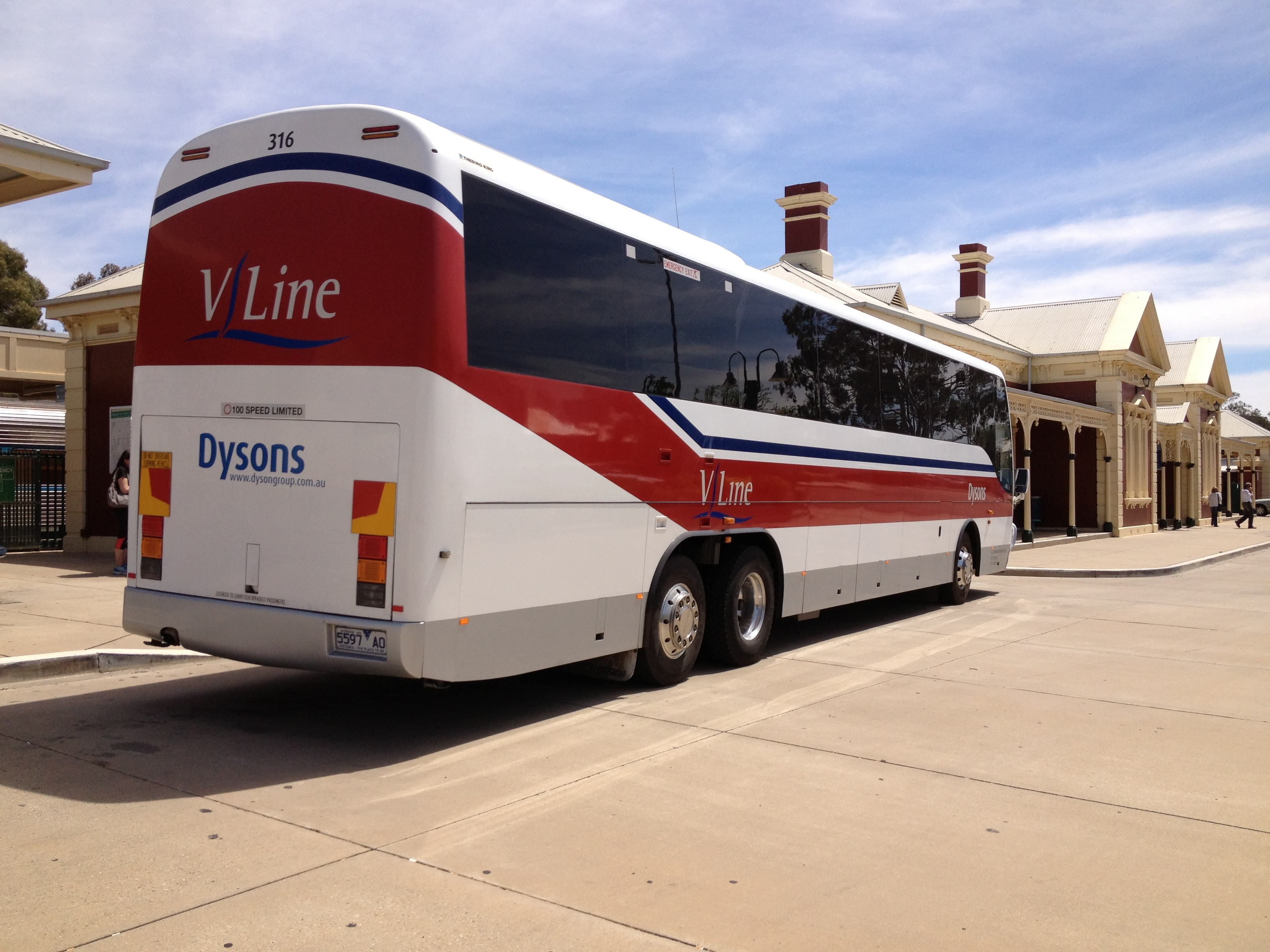 File:Dyson's Bus Services (5597 AO), in VLine livery, Coach Design