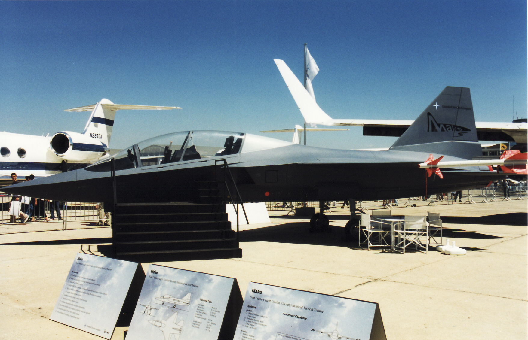 EADS_Mako_jet_trainer_mockup_at_Paris_Ai