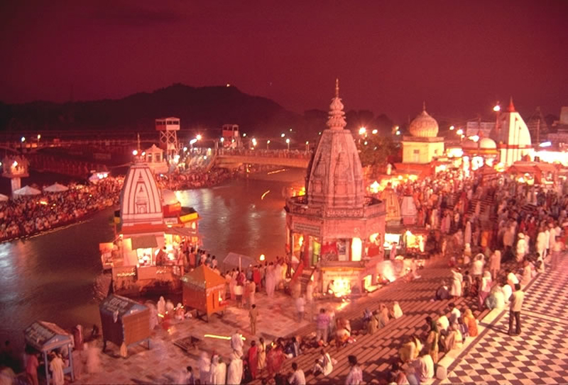 File:Evening view of Har-ki-Pauri, Haridwar.jpg