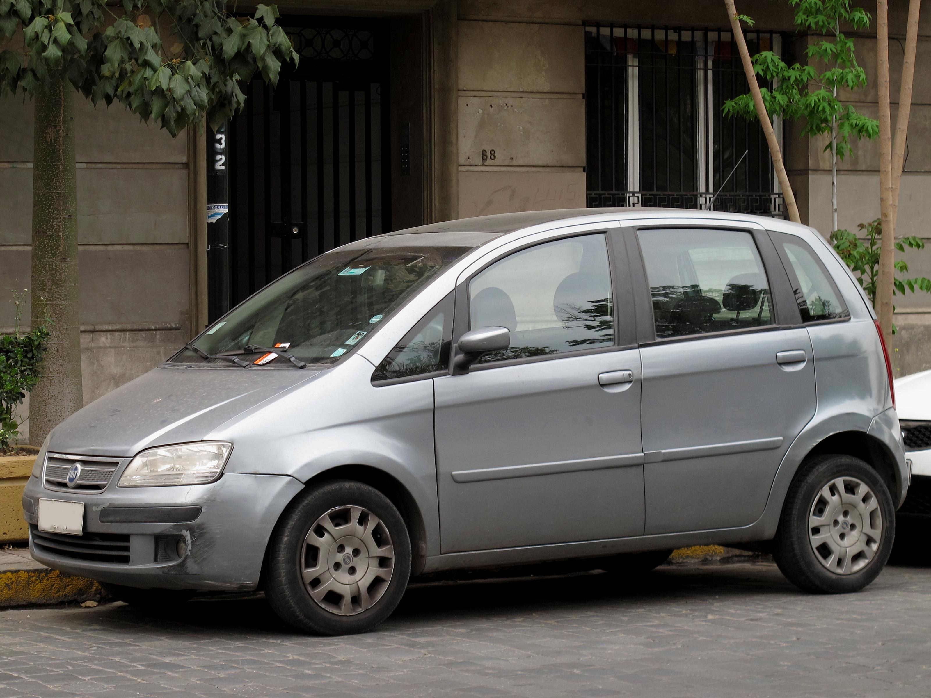 File fiat idea 1 8 hlx 2006 15602196571 jpg wikimedia for Fiat idea 1 8 hlx 2006 ficha tecnica