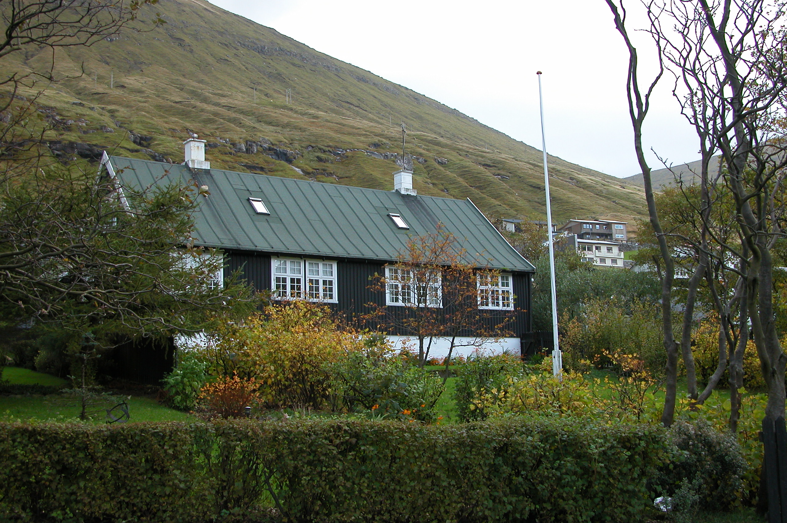 Old garden house - File Fuglafjordur Old House With Garden Faroe Islands Jpg