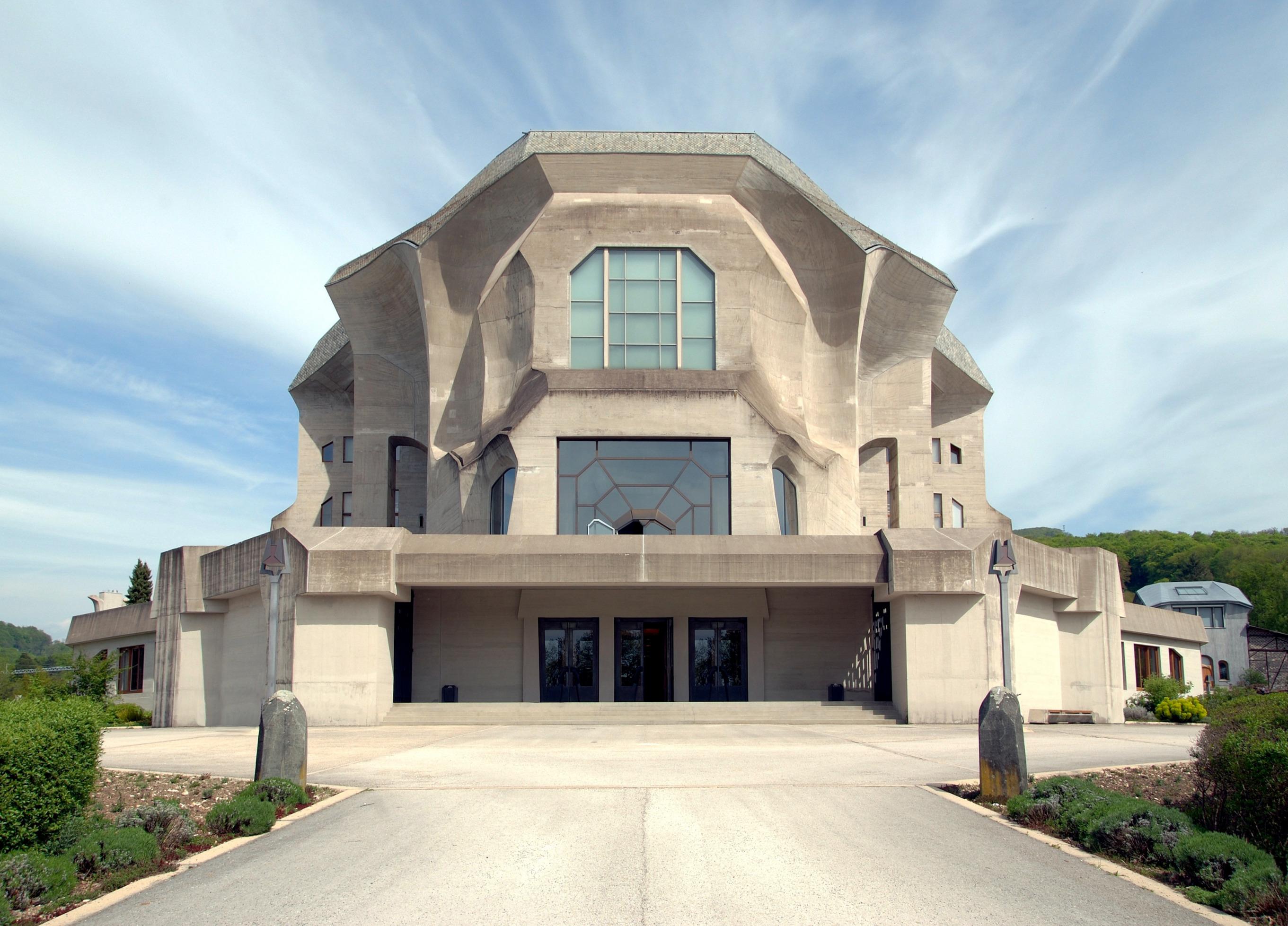 """Das """"Zweite Goetheanum"""" (fertiggestellt 1928), nach Entwürfen von Rudolf Steiner"""
