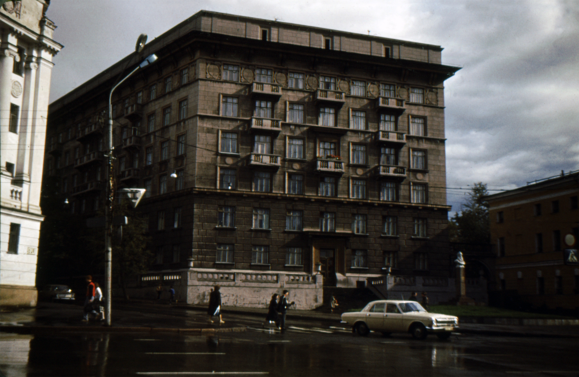 file gorky city the apartment building on minin square