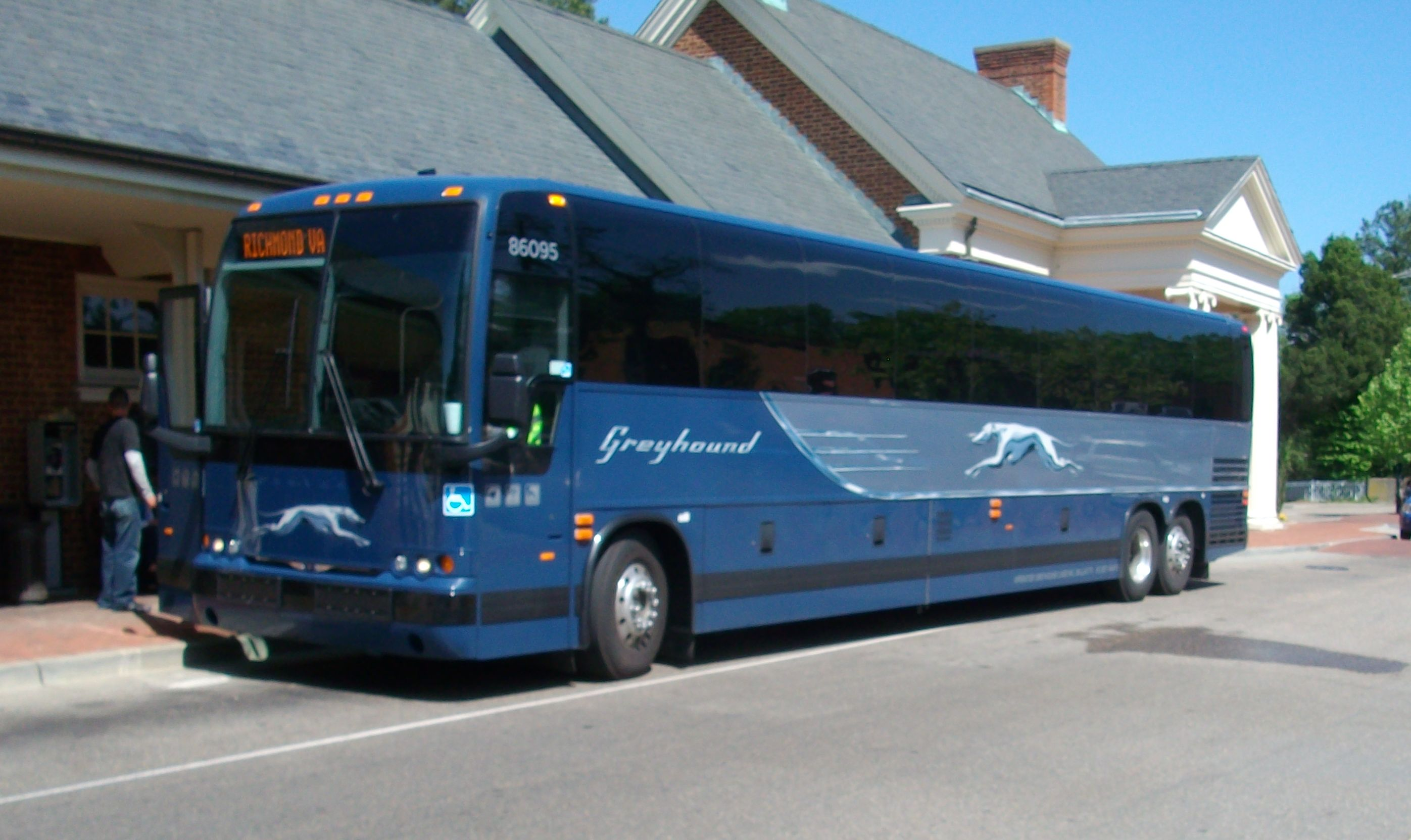 greyhound lines history 100 years on a dirty dog: the history of greyhound | mental floss 4/6/14, 9:45 pm page 2 of 10.