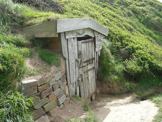 File:Hawker's Hut, Vicarage Cliff, Morwenstow - geograph.org.uk - 1369016.jpg