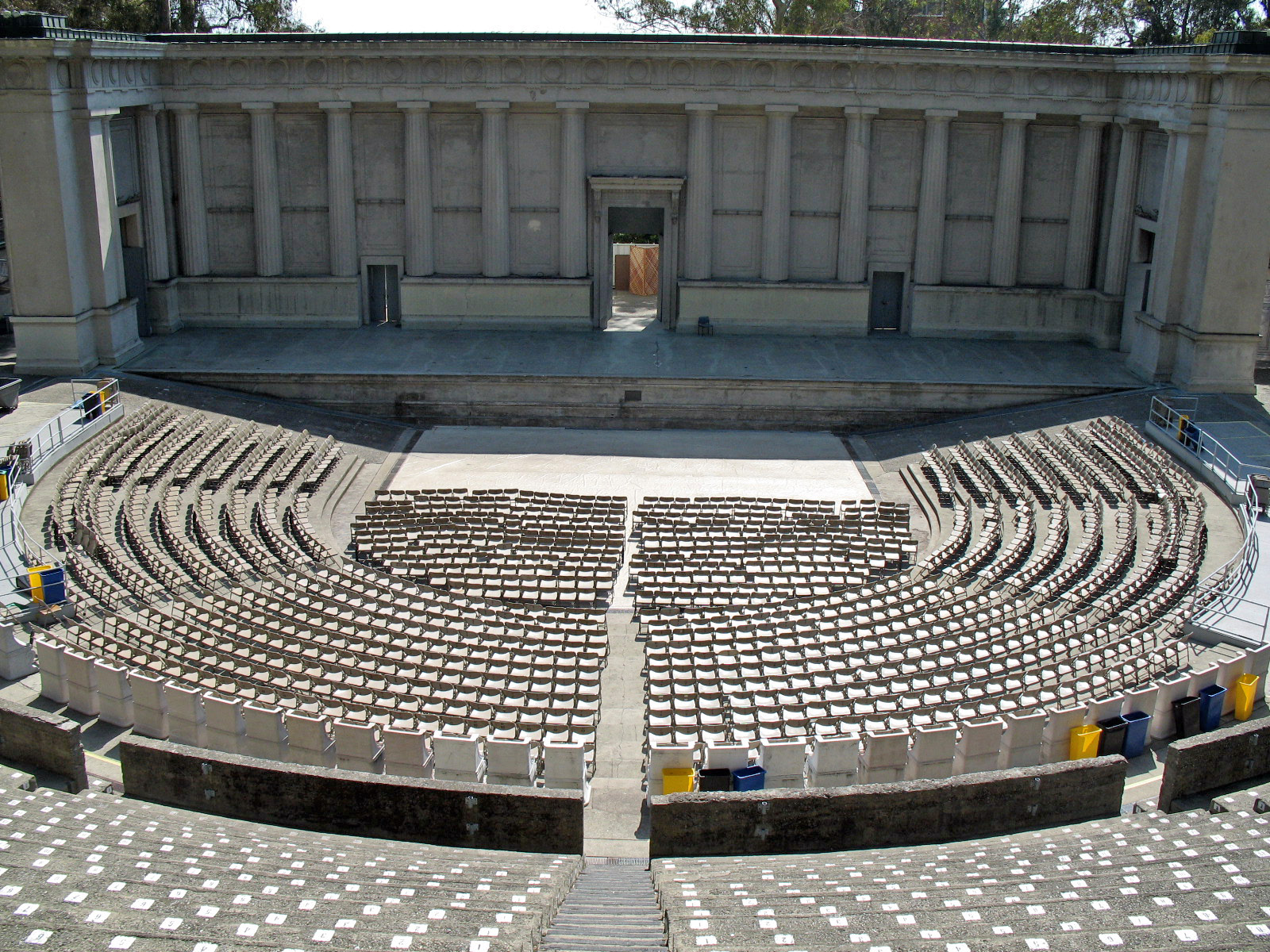 greek theatre This article takes a look at the rich history of classical greek theater and provides links to more information 0  background on ancient greek theatre:.
